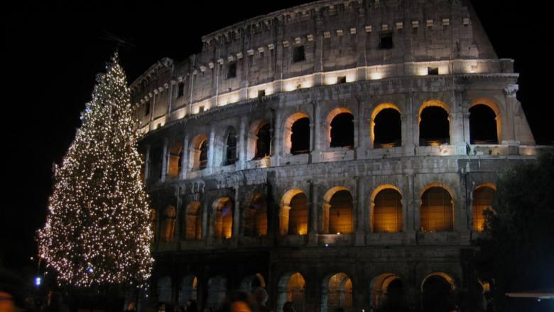 Adres nieoczywisty - ale to w Rzymie odwiedzimy jeden z najpiękniejszych jarmarków bożonarodzeniowych w Europie! Na Piazza Navona trudno spotkać świętego
