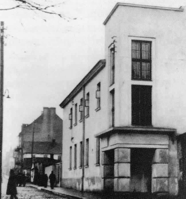 Po wojnie Poradnia Neurologiczna znajdowała się przy ul. Dzierżyńskiego (Legionowa). Obecnie tego budynku już nie ma, w tym miejscu znajduje się hotel Esperanto.