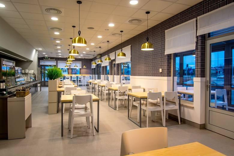 Bar Topolanka, jedna z najbardziej znanych jadłodajni należąca do PSS Społem Białystok, jest już otwarty. Wnętrze baru przeszło gruntowny remont.