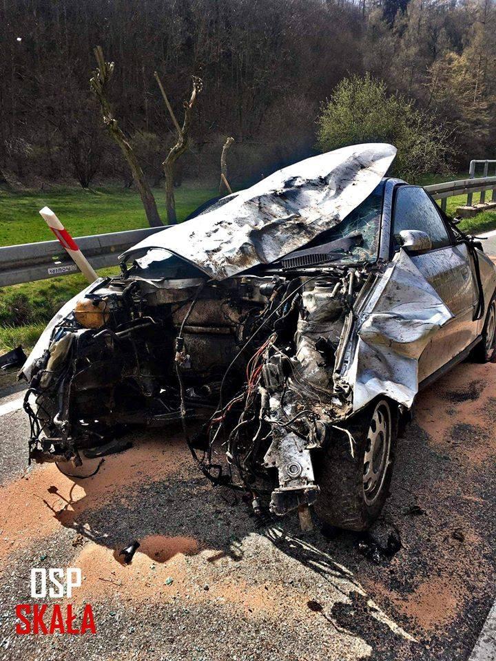 Skała Grodzisko. Nietrzeźwy kierowca, którego samochód spadł z 50-metrowej skarpy usłyszał zarzuty