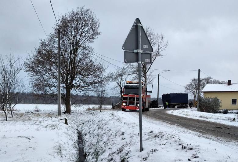 Wypadek ciężarówki w Brzezinkach