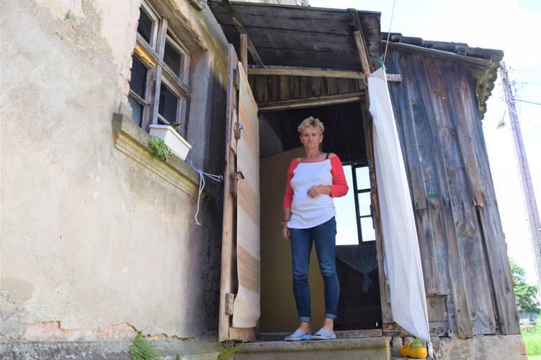 Marianna Nowak na dach nad głową czekała 16 lat... Przez cały ten czas była bezdomna. Teraz cieszy się z każdej drobnostki