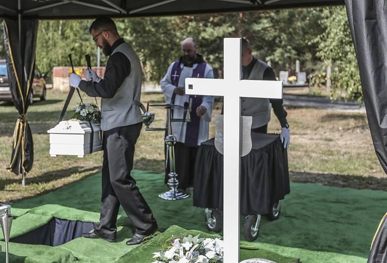 Ktoś owinął ciało w pieluchę tetrową, zapakował w reklamówkę, a następnie z łożyskiem umieścił w torbie, którą wrzucił do Odry. 6 września 2018 r. odbył się pogrzeb na cmentarzu w Otyniu