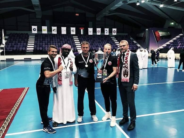 Siatkarze z Mickiewicza Kluczbork zwycięzcami międzynarodowego turnieju w Zjednoczonych Emiratach Arabskich.