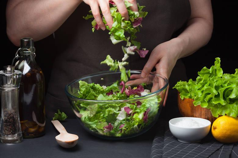 Dieta dr Ewy Dąbrowskiej to najbardziej popularna i dobrze przebadana kuracja oczyszczająca, która cieszy się niesłabnącym zainteresowaniem ze względu