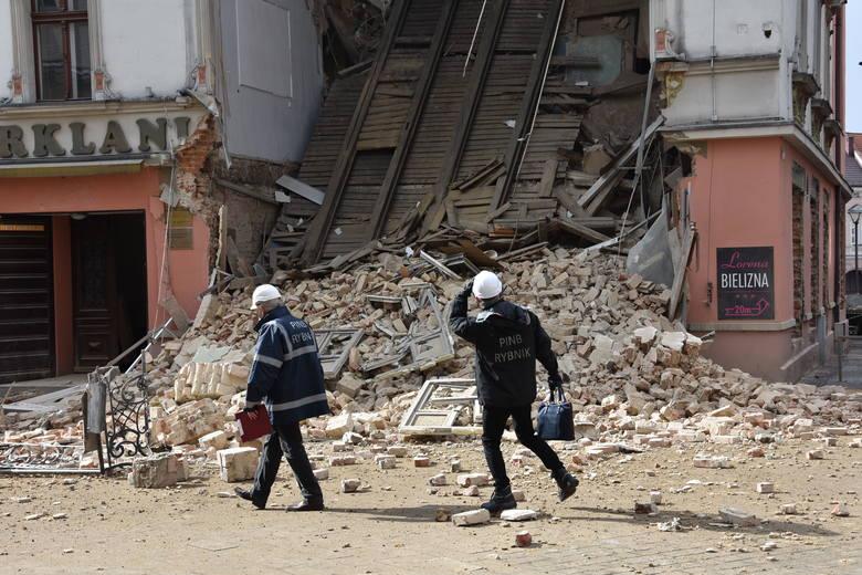 Zawalony Świerklaniec w Rybniku. Trzeba będzie rozebrać dach i część ściany. Prace zakończą się przed Wielkanocą