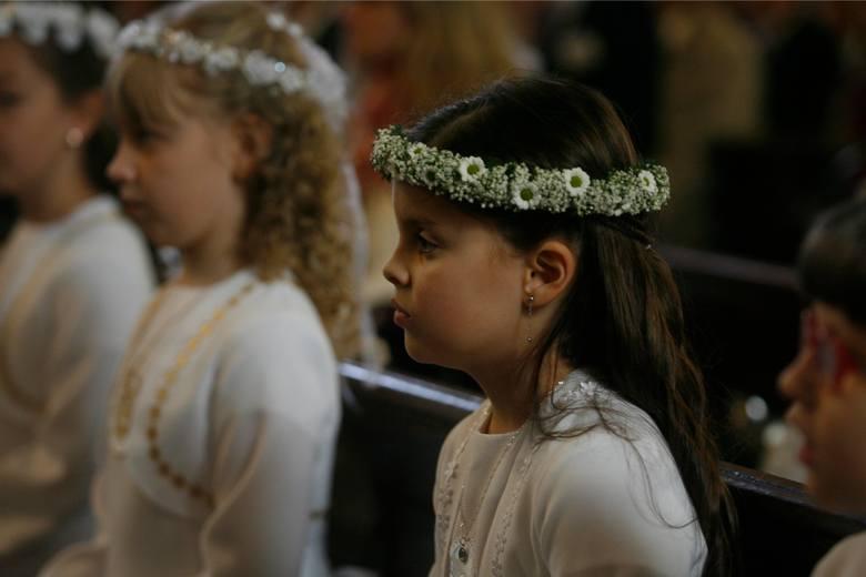 Czy należy spodziewać się także skromniejszych prezentów? Co kupują rodzice, chrzestni, dziadkowie i inni zaproszeni goście? O czym marzą dzieci? - Na