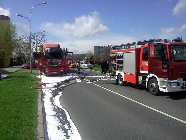 W Rzeszowie zapaliła się ciężarówka nauki jazdy. Utrudnienia na Okulickiego