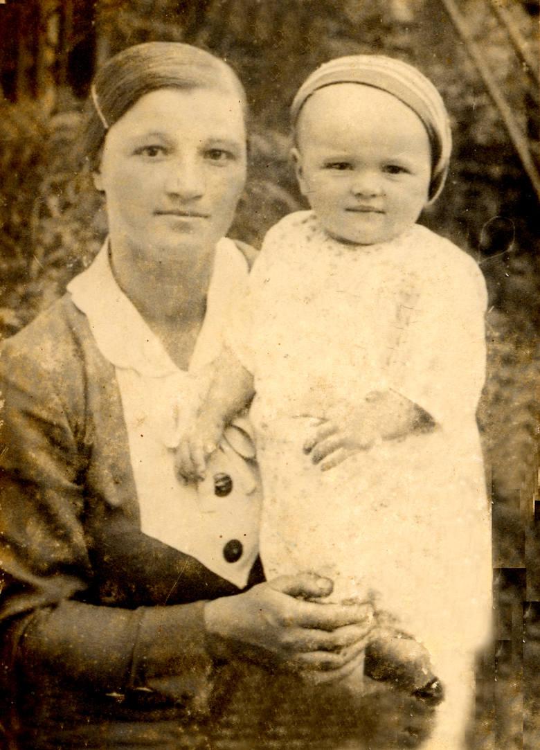 Janina Juniewicz, ofiara zbrodni w Aleksandrówce, z córką Anielką, matką Waldemara Kowalskiego