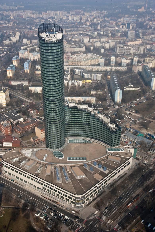 Co do tego nikt nie ma wątpliwości - Sky Tower to wciąż nie tylko najwyższy budynek we Wrocławiu, ale i najwyższy budynek mieszkalny w Polsce. W kategorii
