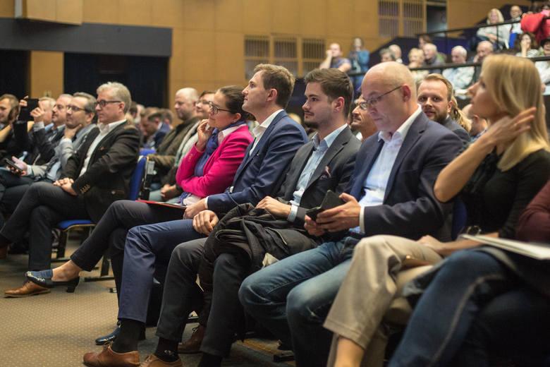 """Debata kandydatów na prezydenta Gdańska zorganizowana przez """"Dziennik Bałtycki"""" 10.10.2018 w NOT"""