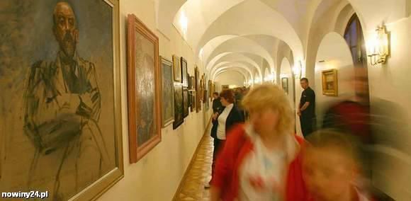 Noc Muzeów w Rzeszowie. Obrazy Witkiewicza, recital Radka, jaskinia z epoki lodowcowej