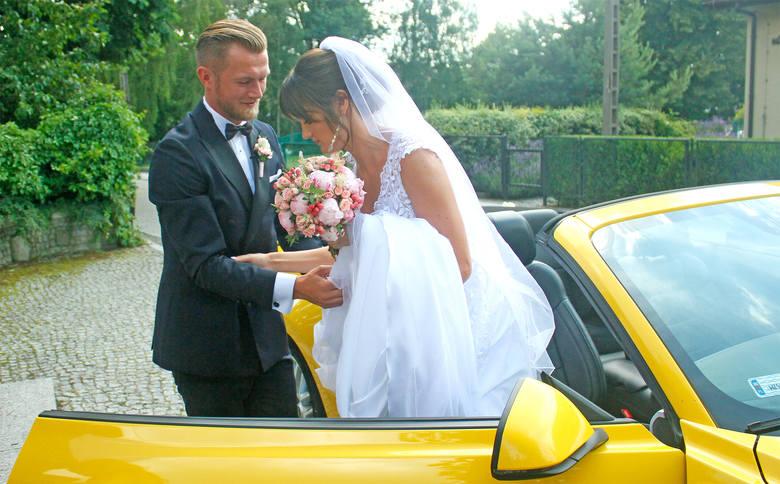 W sobotę w związek małżeński wstąpili Ewelina Krzywicka (siatkarka Banku Pocztowego Pałac Bydgoszcz) i Michał Żurowski (piłkarz Zawiszy). Sakramentalne