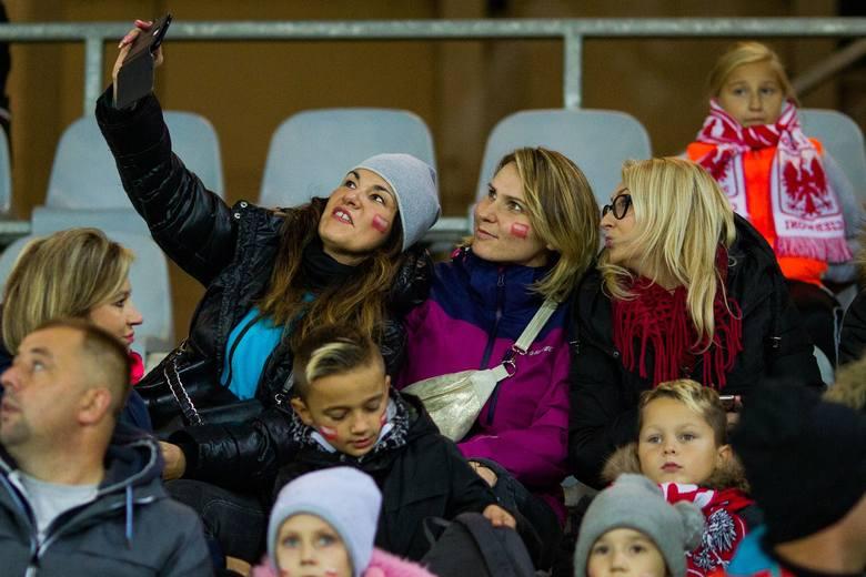 W meczu towarzyskim na Suzuki Arenie w Kielcach piłkarska reprezentacja Polski kobiet przegrała z Brazylią 1:3 (0:1). Spotkanie obejrzało około 3,5 tysiąca