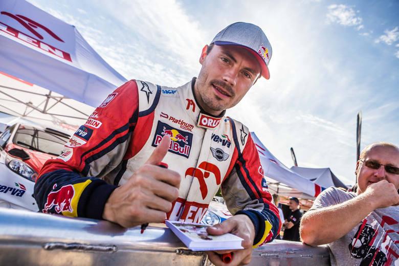 Jakub Przygoński startował w sześciu Rajdach Dakar. Pięć razy na motocyklu. Rok temu przesiadł się do samochodu i był 15.