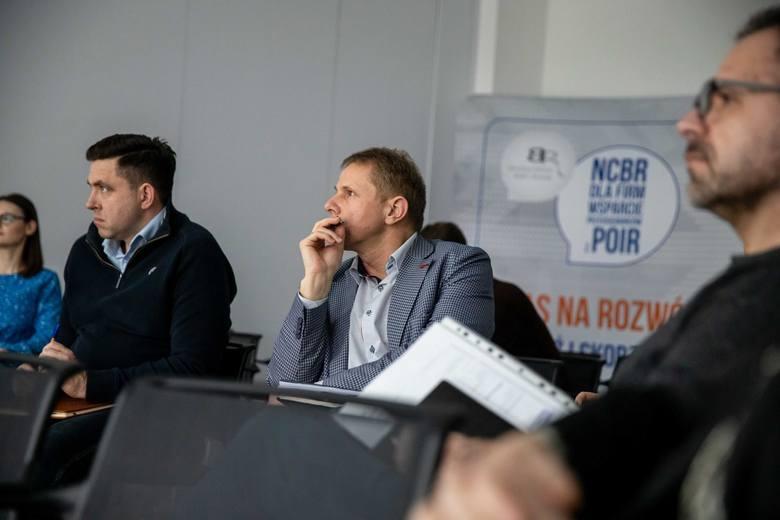 Uczestnicy warsztatów podczas dyskusji na warsztatach Narodowego Centrum Badań i Rozwoju w Białymstoku