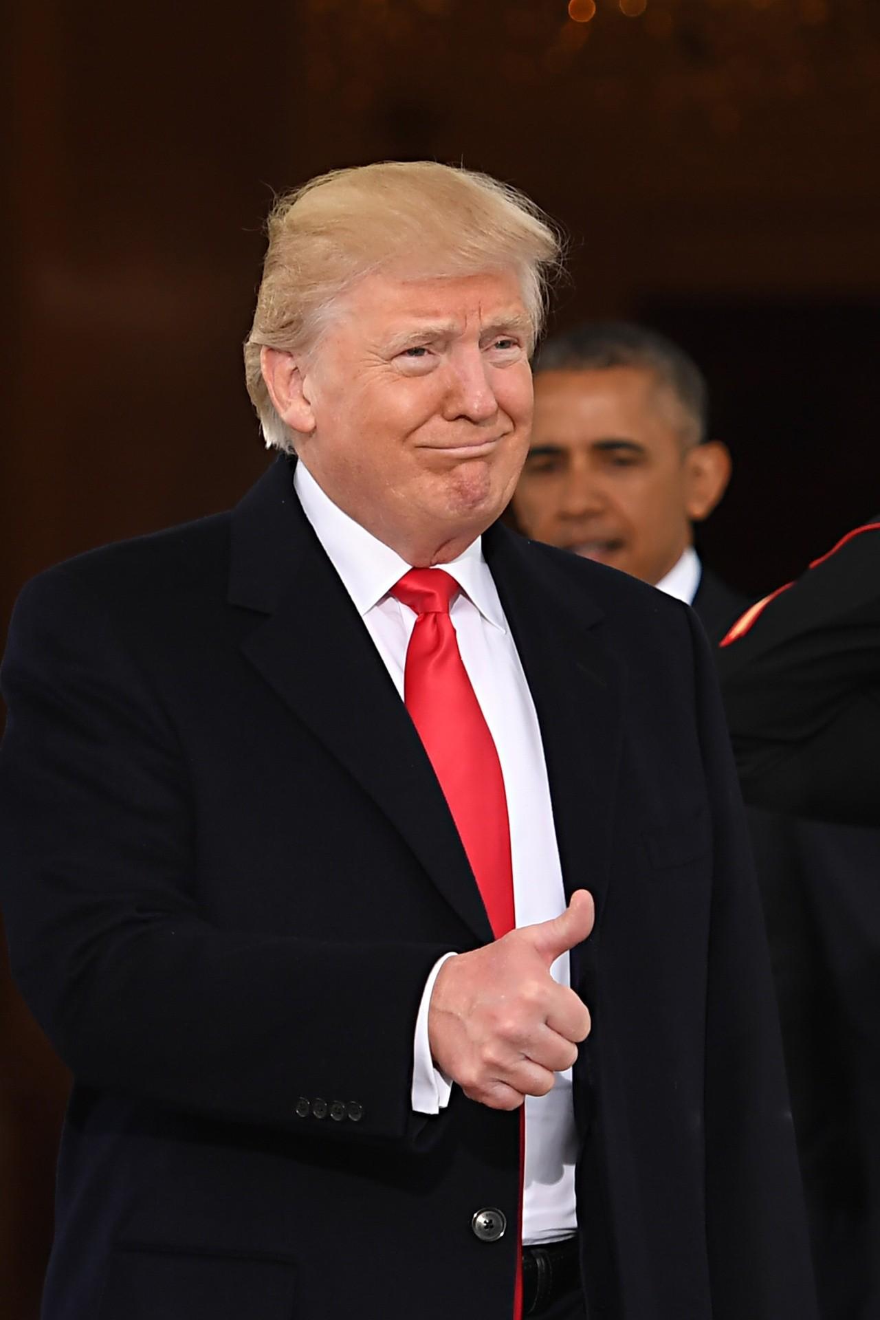 """bcde84974c1a6 Już podczas inauguracyjnego przemówienia polityk obiecał """"zjednoczyć  cywilizowany świat przeciwko radykalnym islamskim terrorystom i całkowicie  wyeliminować ..."""
