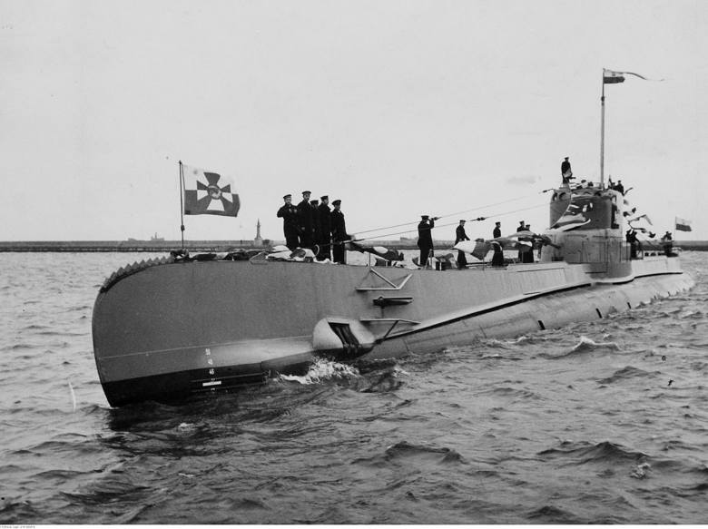 """Powitanie ORP """"Orzeł"""" w porcie wojennym w Gdyni. Luty 1939 r.<br /> <br />"""