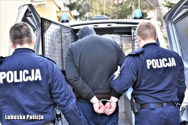 Często zdarza się, że policjanci w czasie wolnym od pracy pomagają w rozwiązaniu skomplikowanych spraw kryminalnych i zatrzymują ukrywających się przestępców,