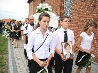 Do głośnego morderstwa doszło w czerwcu 2011 roku. Gimnazjalistka z niewielkiej miejscowości Jasienie, położonej w powiecie kluczborskim, wyszła z domu