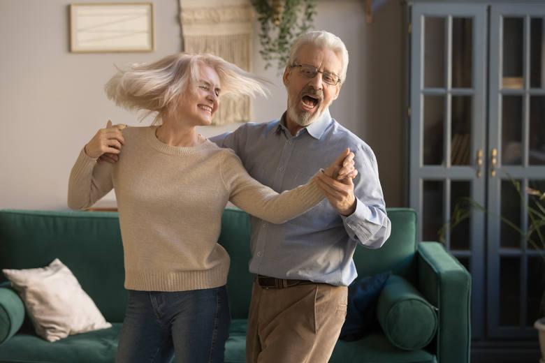Taniec w szybkim tempie pozwala spalić nawet 200 kalorii w ciągu 30 minut. To tyle samo co w czasie pływania lub zjazdu ze stoku narciarskiego. Poruszanie