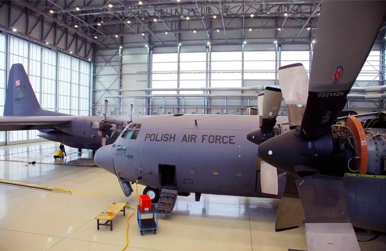 W bazie wojskowej w Powidzu stacjonuje w polskie wojsko i U.S. Army. W bazie jest jedno z największych lotnisk wojskowych w kraju