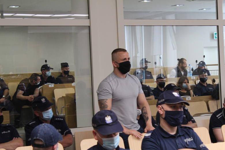 Oskarżeni przed krakowskim sądem odpowiadają za handel narkotykami, pobicia, pranie brudnych pieniędzy