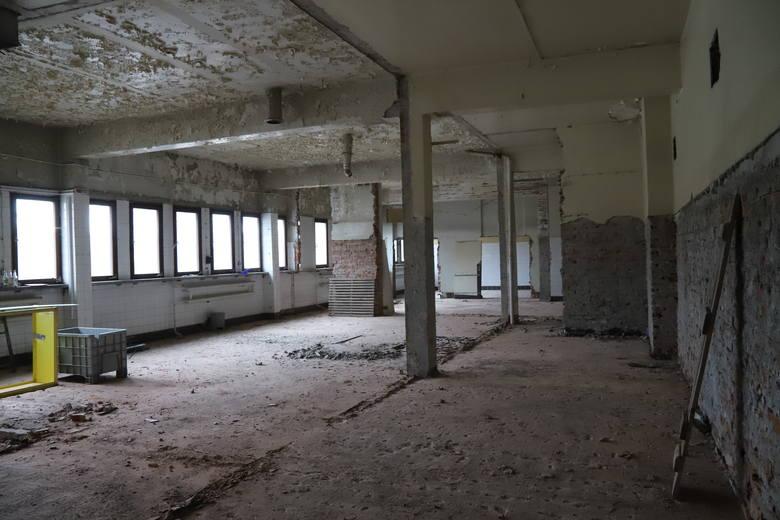 W pomieszczeniach zostaną obniżone sufity, bo obecnie mają one 6 metrów wysokości.