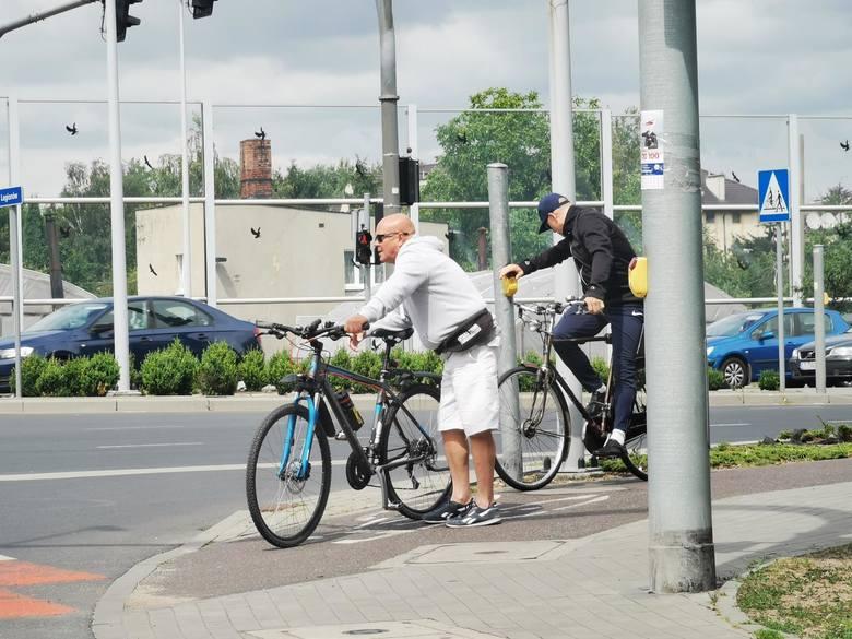 15. Rowerzystów bez znajomości przepisówZobacz na kolejnych slajdach czego we Wrocławiu jest za dużo - posługuj się myszką, klawiszami strzałek na klawiaturze