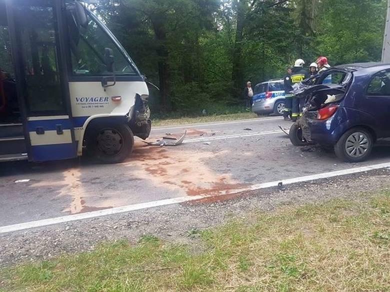 Wypadek autobusu na wjeździe do Czarnej Białostockiej. Okazało się, że kierowca Voyagera był pod wpływem narkotyków