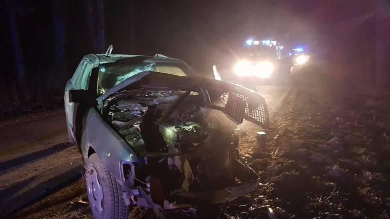 W niedzielę, po godz. 20, strażacy z OSP Sztabin zostali wezwani do wypadku na drodze Sztabin - Krasnybór.Zdjęcia z wypadku otrzymaliśmy dzięki uprzejmości