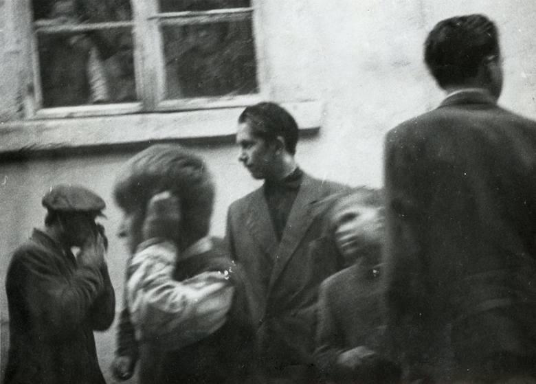 Uczestnicy przy rogu ul. Lisowskiego