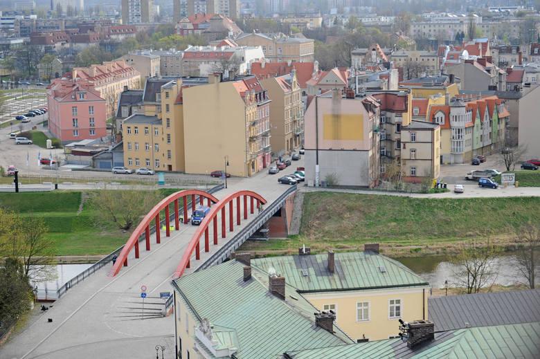 To prawie cała Śródka. Po lewej stronie zabrakło Bramy Poznania, która, choć to zupełnie inna architektura, też już się w krajobraz wkomponowała. 10 lat temu tego mostu jeszcze nie było.
