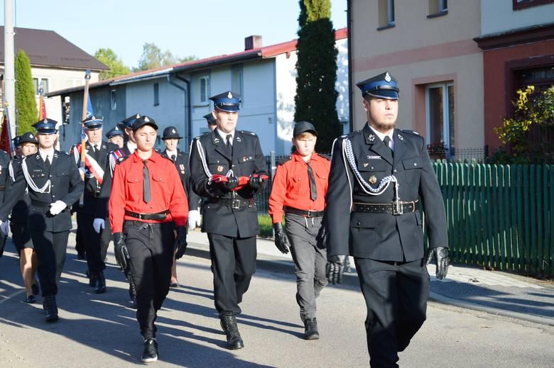 Strażacy z Czarnej Dabrówki ochotnicy mają swój sztandar