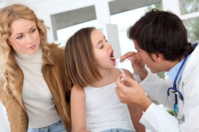 Mononukleoza zakaźna, nazywana również chorobą pocałunku, jest chorobą powstającą na skutek zakażenia wirusem, a właściwie jednym z hiperwirusów, Epsteina-Barr
