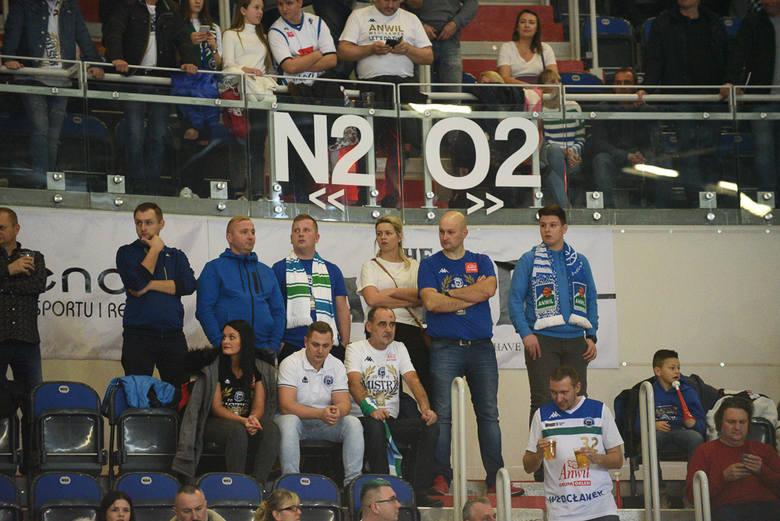 Koszykarze Polskiego Cukru przegrali u siebie z Anwilem Włocławek 86:102 (19:22, 23:25, 25:33, 19:22) w niedzielnych wielkich derbach Pomorza i Kujaw.