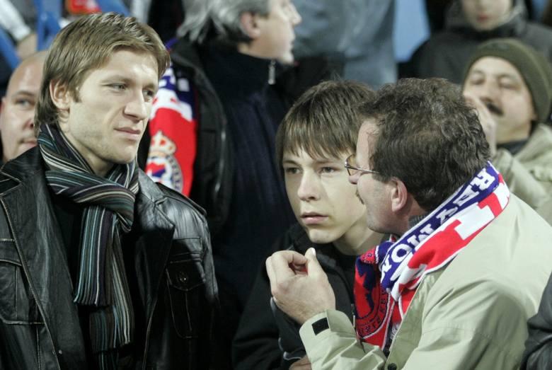 Jakub Błaszczykowski w 2007 roku podczas meczu jego ówczesnego klubu, Wisły Kraków z Zagłębiem Lubin. Pomocnik miał wtedy 22 lata.