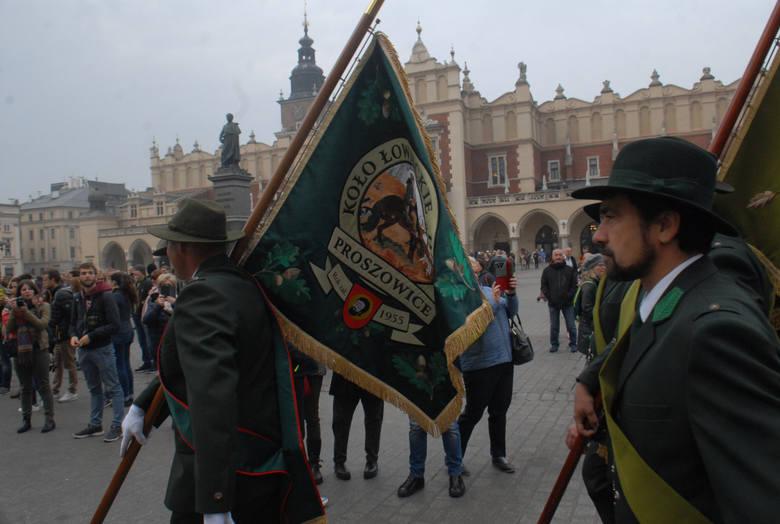 3 listopada w dzień imienin Huberta swoje święto obchodzą myśliwi, leśnicy i jeźdźcy. Z tej okazji odbywają się parady, msze, a także uroczyste polowania.