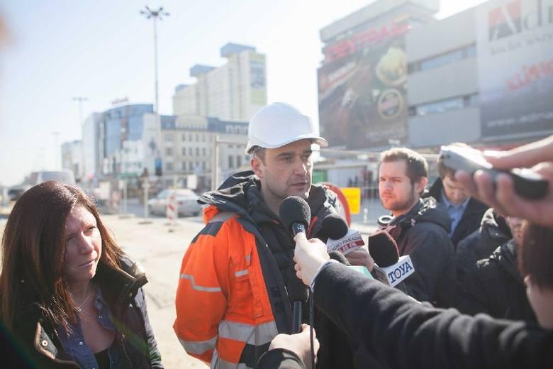 – Prace przebiegają zgodnie z planem, a nawet nieco szybciej – mówi Jakub Osiecki, kierownik budowy.