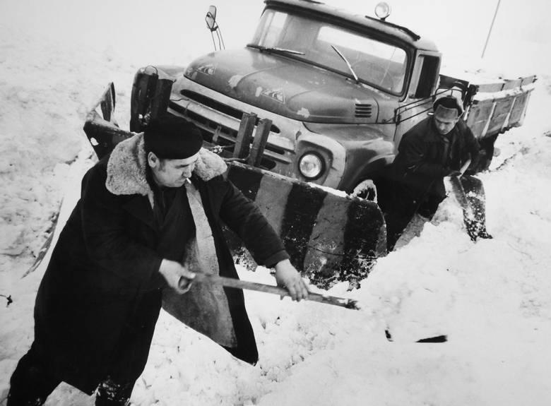 Zima zaatakowała pod koniec grudnia 1978 r. Obfite opady śniegu i silny wiatr tworzyły gigantyczne zaspy śnieżne, gwałtownie też spadła temperatura,