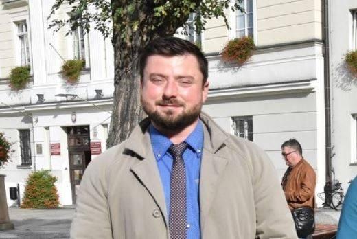 Krzysztof Tuduj - poseł Konfederacji Wolność i Niepodległość  i zarazem lider tej koalicji we Wrocławiu. Z zawodu prawnik i specjalista od zarządzania
