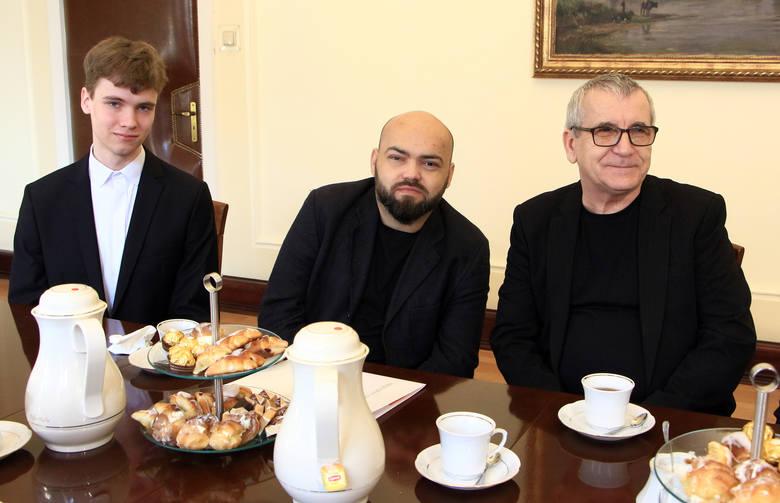 Prezydent Grudziądza Robert Malinowski wręczył kolejnym grudziądzanom stypendium w dziedzinie kultury i sztuki. Laureatami zostali  Wiesław Hawełko (na