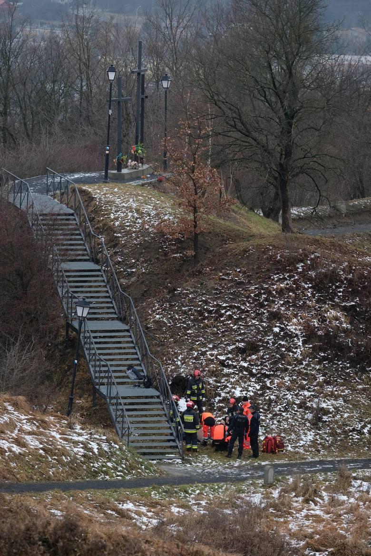 W środę przed godz. 10, służby ratunkowe zostały powiadomione o zwłokach mężczyzny przy Trzech Krzyżach w pobliżu Parku Miejskiego w Przemyślu. Lekarz