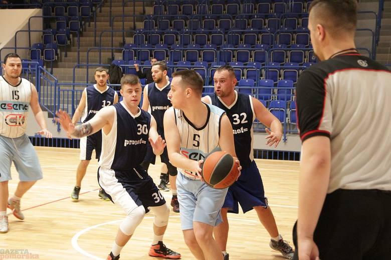 Koszykarze WLKA grają już odnowionej hali OSiR przy al. Chopina. Promot Centrum Komputerowe – Chemikor  65-64  (16-17,19-13,15-11,15-23)>>