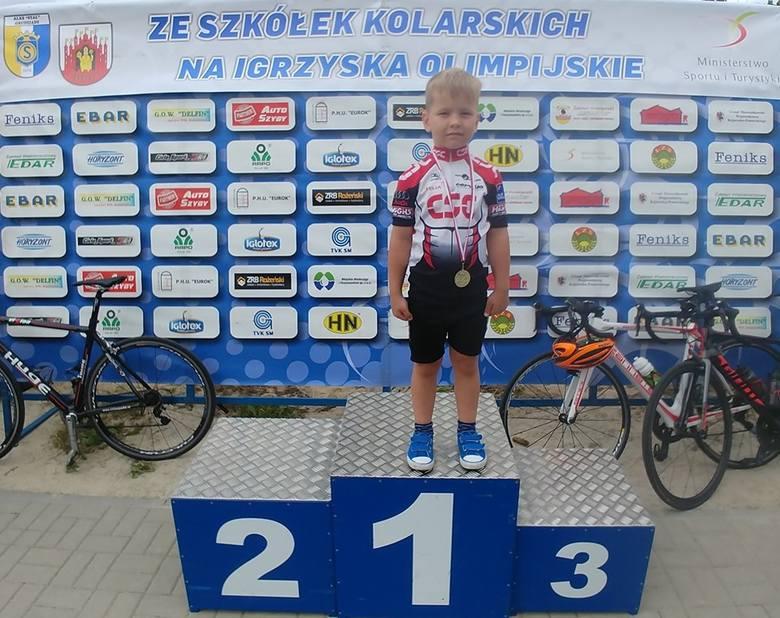 Zawodnicy Klubu Kolarskiego Polonia Bydgoszcz brali udział w IV Ogólnopolskim Wyścigu Amatorskim w Rogóźnie. 70 śmiałków miało do pokonania 50 kilometrów,