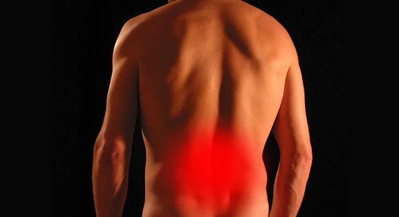 Ból pleców - ten objaw COVID-19 dotyczy nawet 15 proc. pacjentów. To reakcja obronna na infekcję koronawirusem