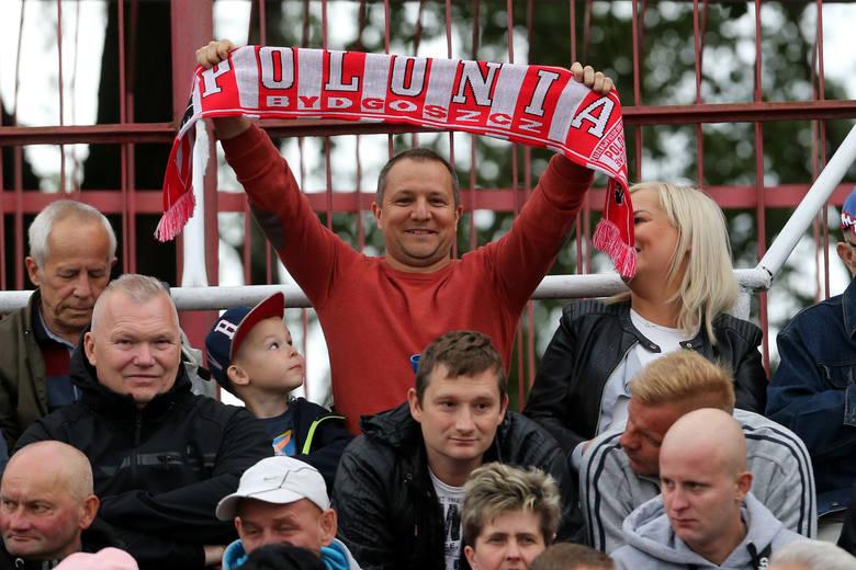 Żużlowcy Zooleszcz Polonii Bydgoszcz pokonali w niedzielę PSŻ Poznań 47:43. Mecz był zacięty, a walka o wygraną i bonus (zgarnęli go goście) trwała do