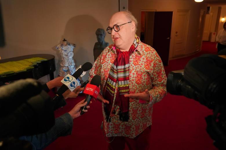 Od kilku lat pracownice Teatru Polskiego muszą pracować w zagrzybionym pomieszczeniu. - Są pieniądze na parkiety, firanki, czy złote fotele, a na usunięcie