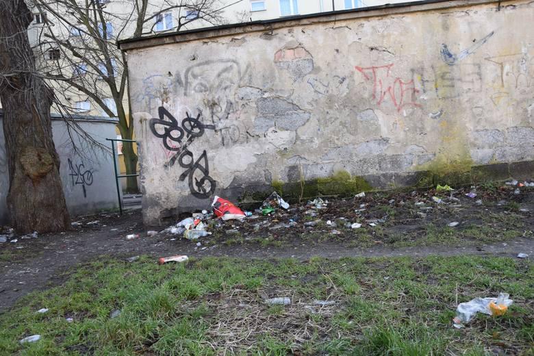 Śmieci jest dookoła jeszcze więcej. Mieszkańcy mają tego dość