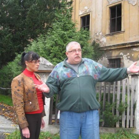 - Jak mamy dostać się do rury, skoro zamek jest na okrągło zamknięty? - pytają Marzena Tomaszewska i Bogdan Bielejec.